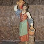 18 - Donna con anfora - Biscottificio Demelas