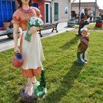 47 - Donna con fiori e brocca - Super Condominio Cala Lupo